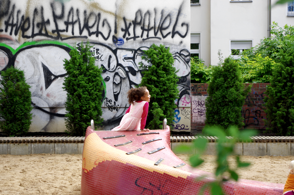 Buntes Leben in Friedrichshain, Street Art, Graffiti, Samariterkiez, Familie, Spielplatz