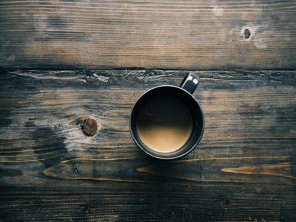 Schwarzer Kaffee gegen schwarze Stimmug