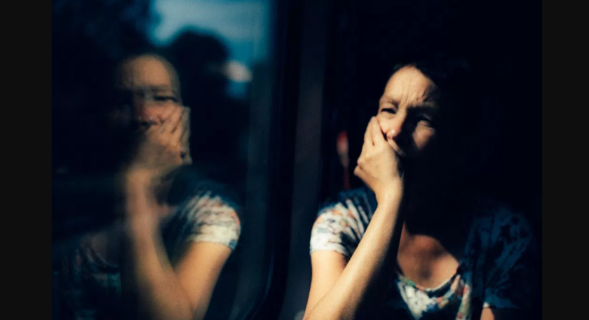 Frau im Spiegel fotografiert von Werner Pechmann