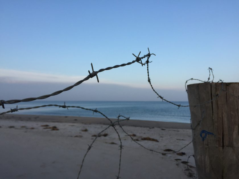 Stachseldraht versperrt den Weg zur Halbinsel Wustrow