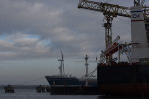 Schiffe im Hafen von Warnemünde