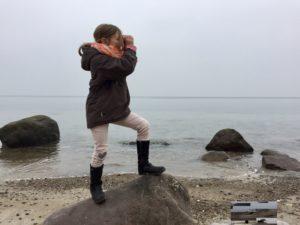 Mädchen am Strand bei Rerik