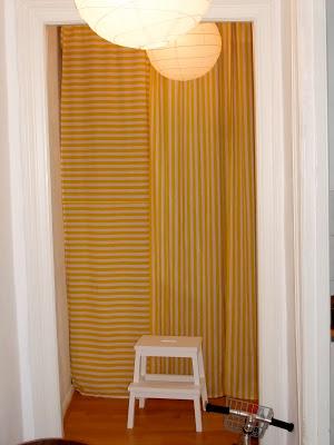 Vorhang, weiß-gelb, Streifen, Wandschrank, Flur