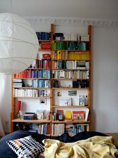Bücherregal, Farbsortierung
