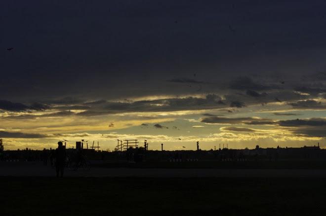 Luxus. Vom Schlendern, Nichtstun, Kunstgenuss und anderen Auswegen. www.m-i-ma.com/Tempelhof