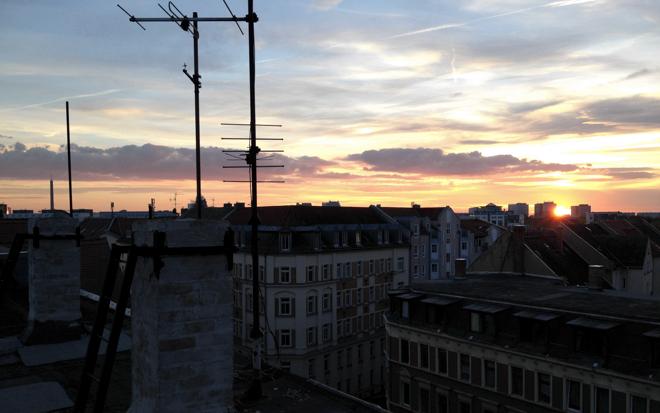 M i MAs Kladden: Vom Wort zum Bild. Oder eine Morphologin auf der Suche nach der Schönheit. Dächer Leipzig Sonnenuntergang