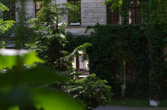 Potsdamer Straße, Berlin, Peter Fauland, Gentrifizierung, Fiona Bennett, Andreas Murkudis, Gemüsehändler, Prostitution, Viktoria Bar, iWintergartenvarieté