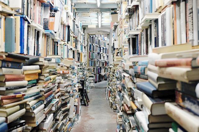 Buch, Binge Reading, Buecherliebe, Bibliothek, Buecherstapel