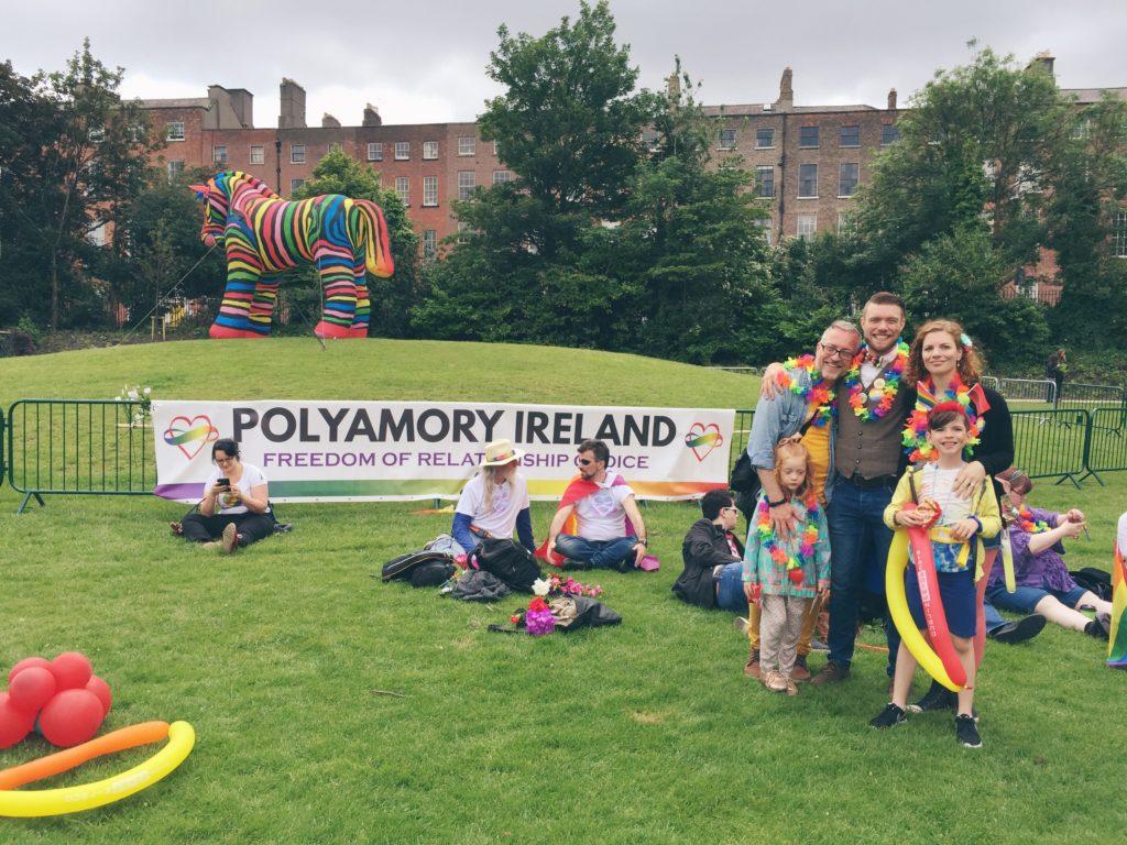 Polyamorie, pansexuell, alternative Familienmodelle