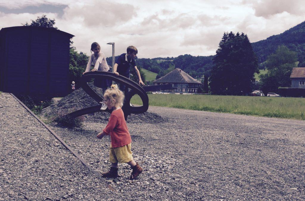 Enkelkinder beim Spielen