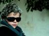 Junge verkleidet mit Sonnenbrille und Pelz von Ieva Jansone