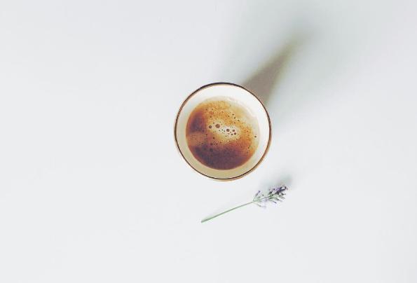 Kaffee und Lavendel im Becher vom En Soie Zürich