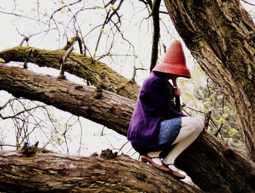 Dame mit Hut von Ruth Frobeen