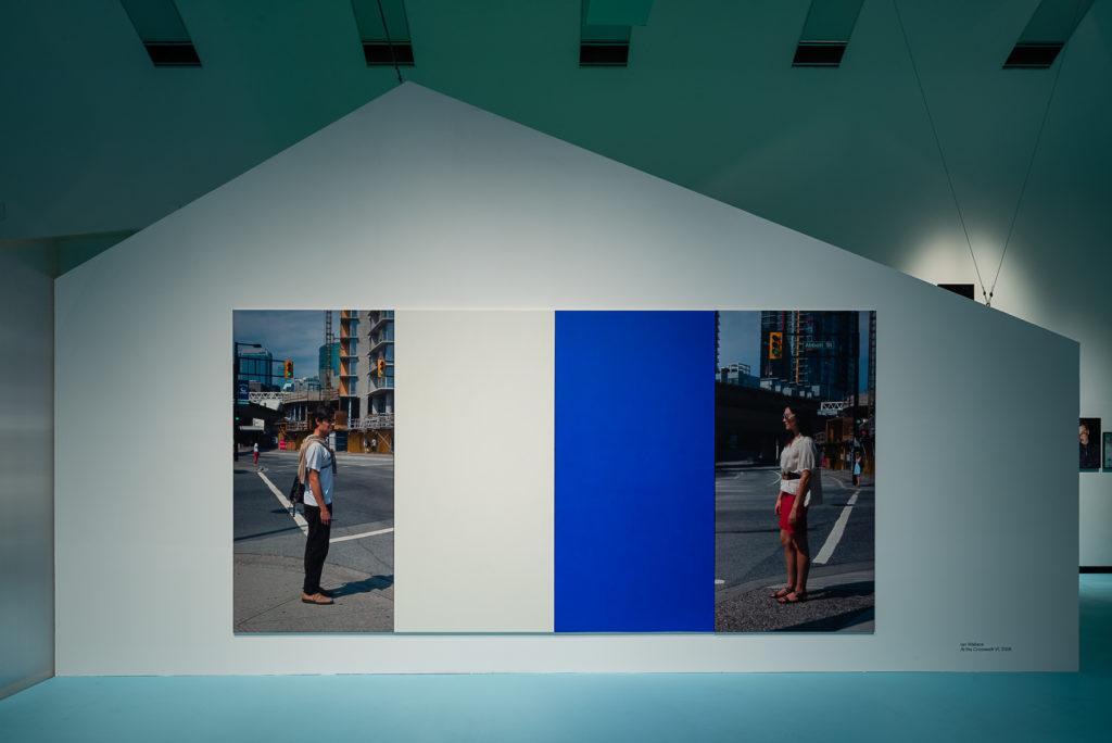 Ausstellungsansicht: Antarktika. Eine Ausstellung über Entfremdung, Kunsthalle Wien 2018, Foto: Jorit Aust: Ian Wallace, At the Crosswalk VI, 2008, Courtesy Hauser & Wirth, Zürich