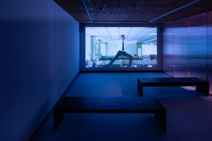 Ausstellungsansicht: Antarktika. Eine Ausstellung über Entfremdung, Kunsthalle Wien 2018, Foto: Jorit Aust: Burak Delier Crisis & Control, 2013, Courtesy der Künstler